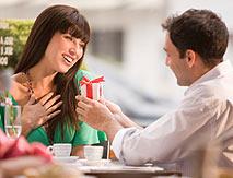 Романтичное признание и подарок